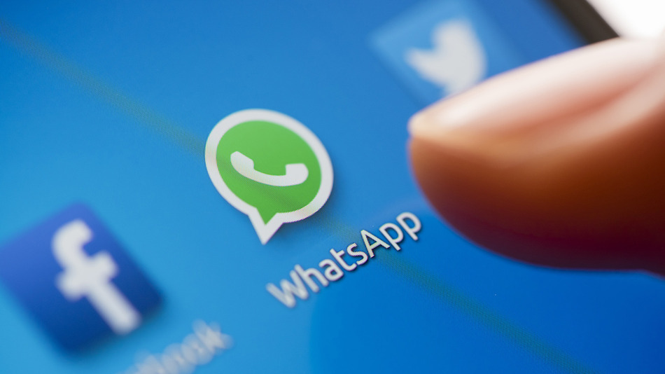 Facebook to integrate WhatsApp functionality, rumours say
